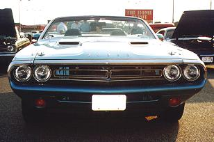 1971_Turquoise_Dodge_Challenger-Front_Peter.jpg (14451 bytes)
