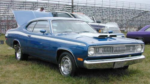 A-1971_Plymouth_Duster_RightFront.jpg (34366 bytes)