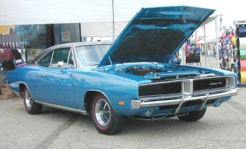 B-1969_Dodge_Charger_RightFront.jpg (28898 bytes)