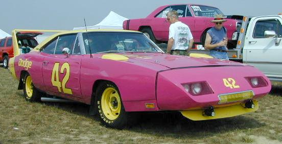 B-1969_Dodge_Daytona2_RightFront.jpg (32760 bytes)