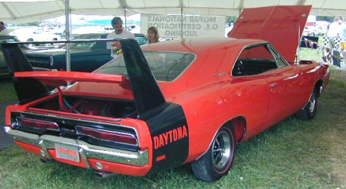 B-1969_Dodge_Daytona_RightRear.jpg (29824 bytes)