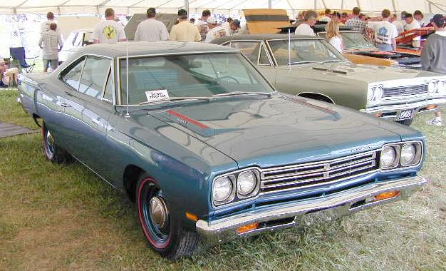 B-1969_Plymouth_RoadRunner_RightFront.jpg (64467 bytes)